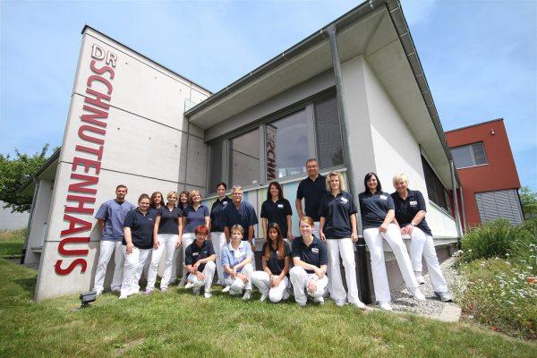 Team der Zahnarztpraxis Dr. Schnutenhausen in Hilzingen